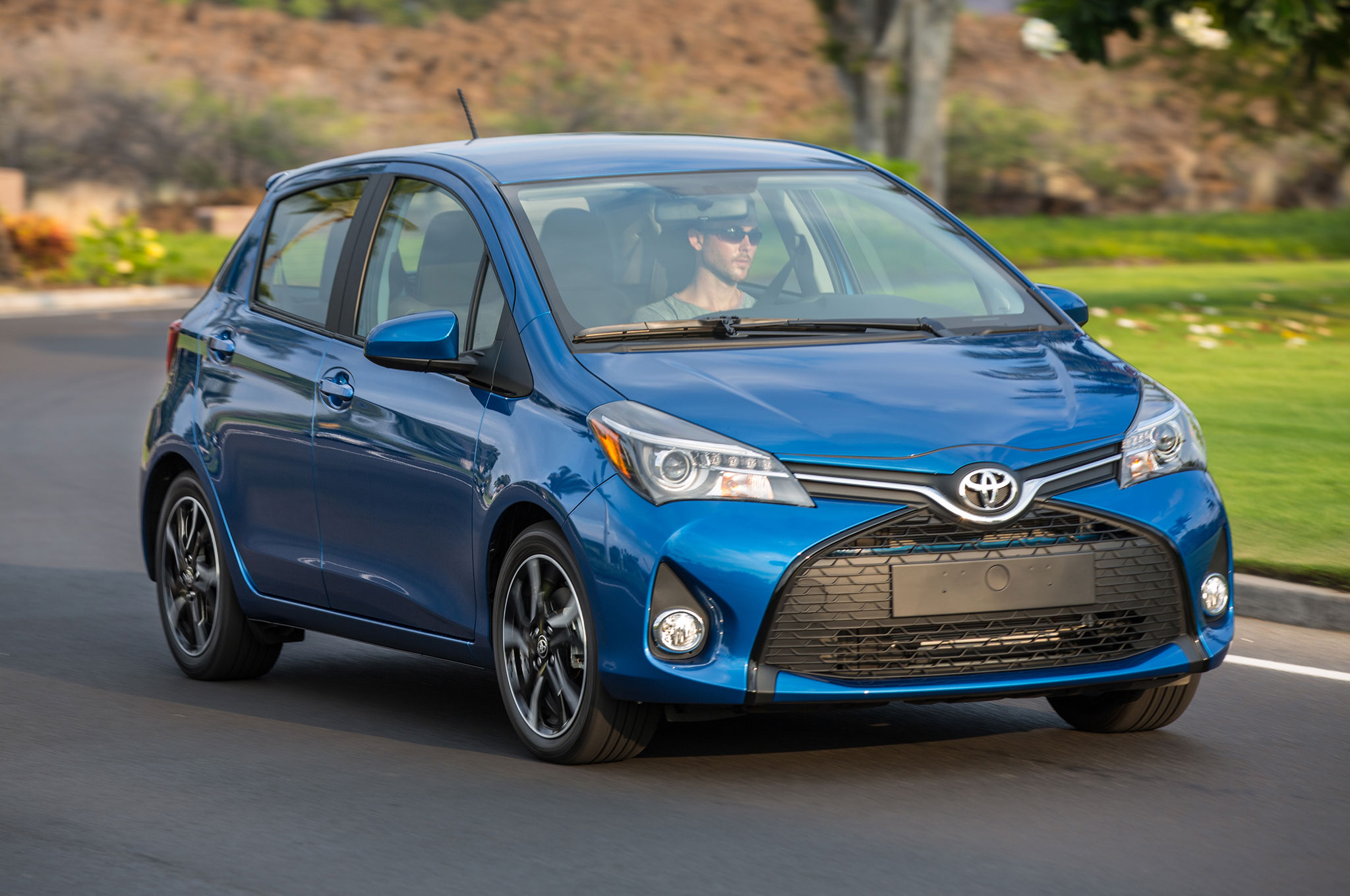 2017 Toyota Yaris Se Front Three Quarter View In Motion 1