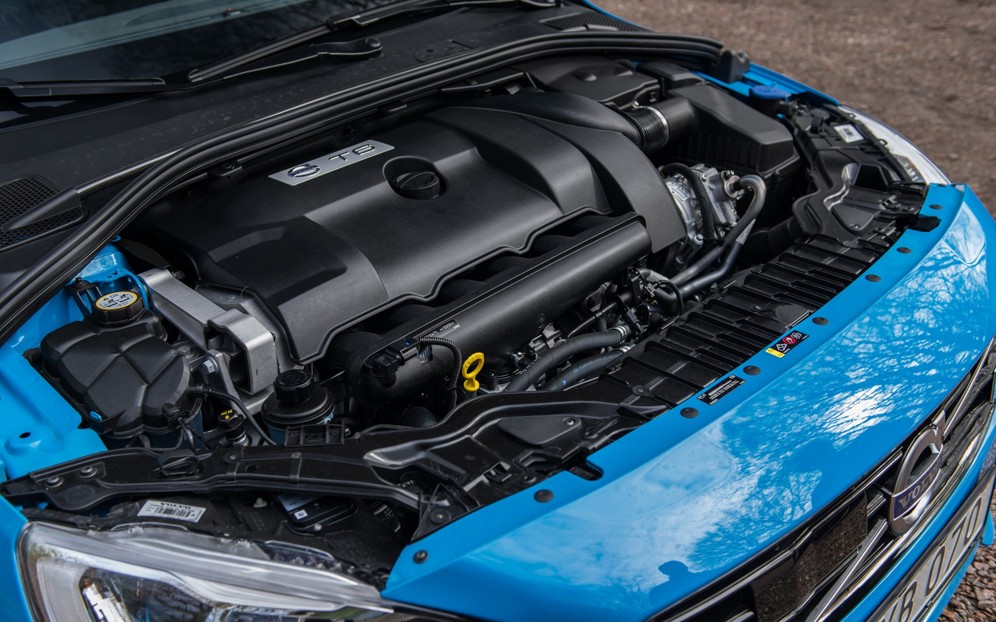 Volvo S60: Engine specifications