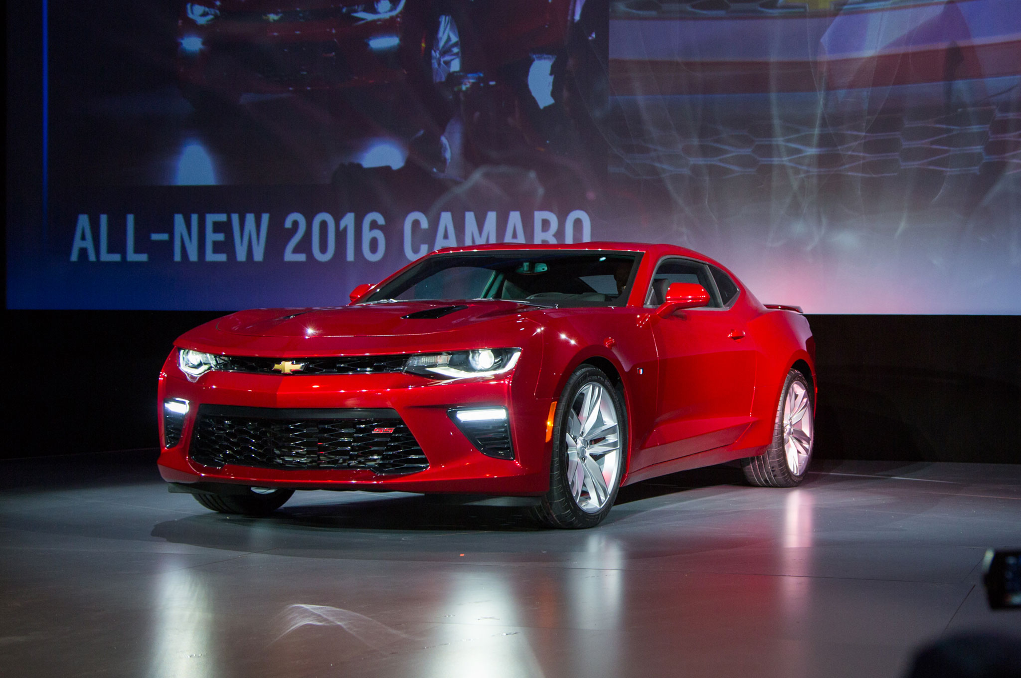 2016 Chevrolet Camaro Ss Front Three Quarter 2