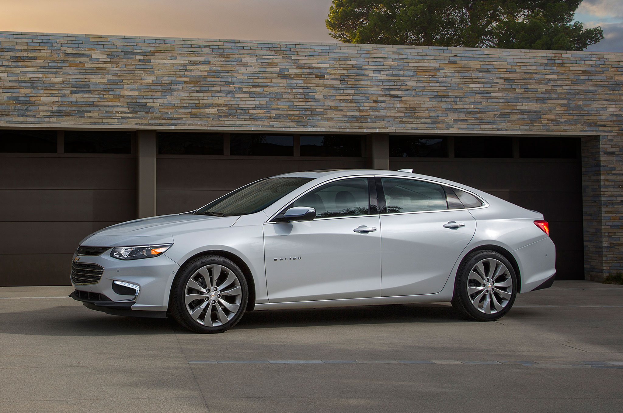 2016 Chevrolet Malibu Front Three Quarter Garage Door