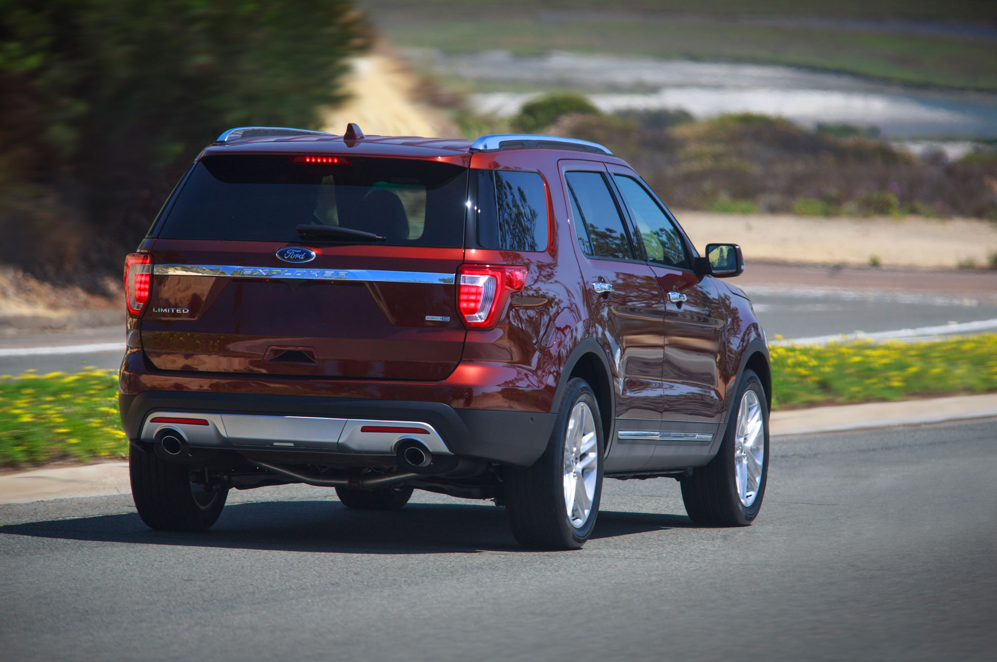 2016 ford explorer limited rear three quarter in motion