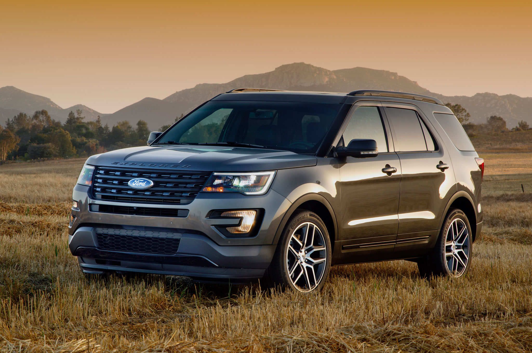2016 ford explorer sport front three quarter 190 · 2016 ford explorer