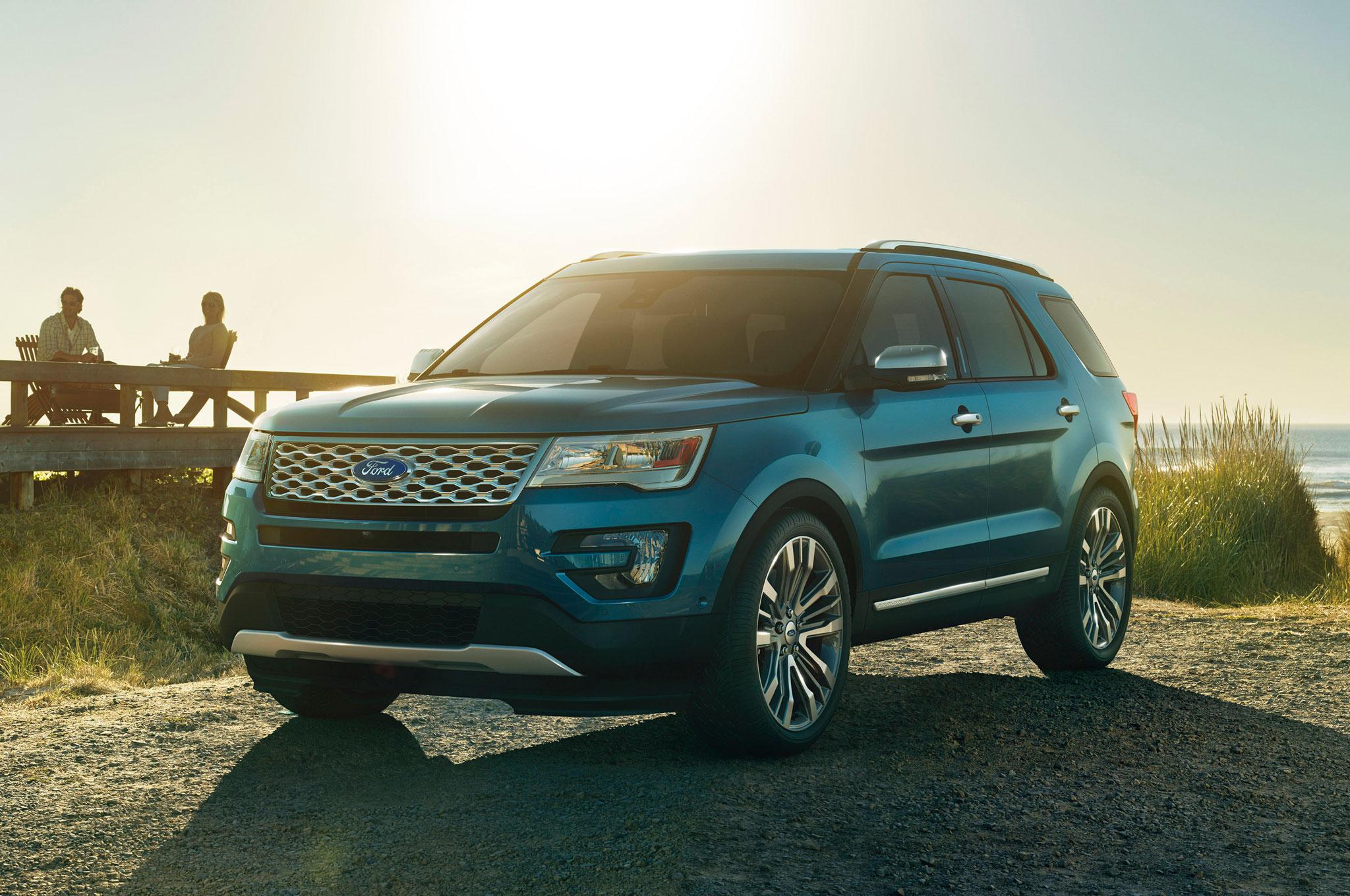 2016 Ford Explorer Front Three Quarter View 1