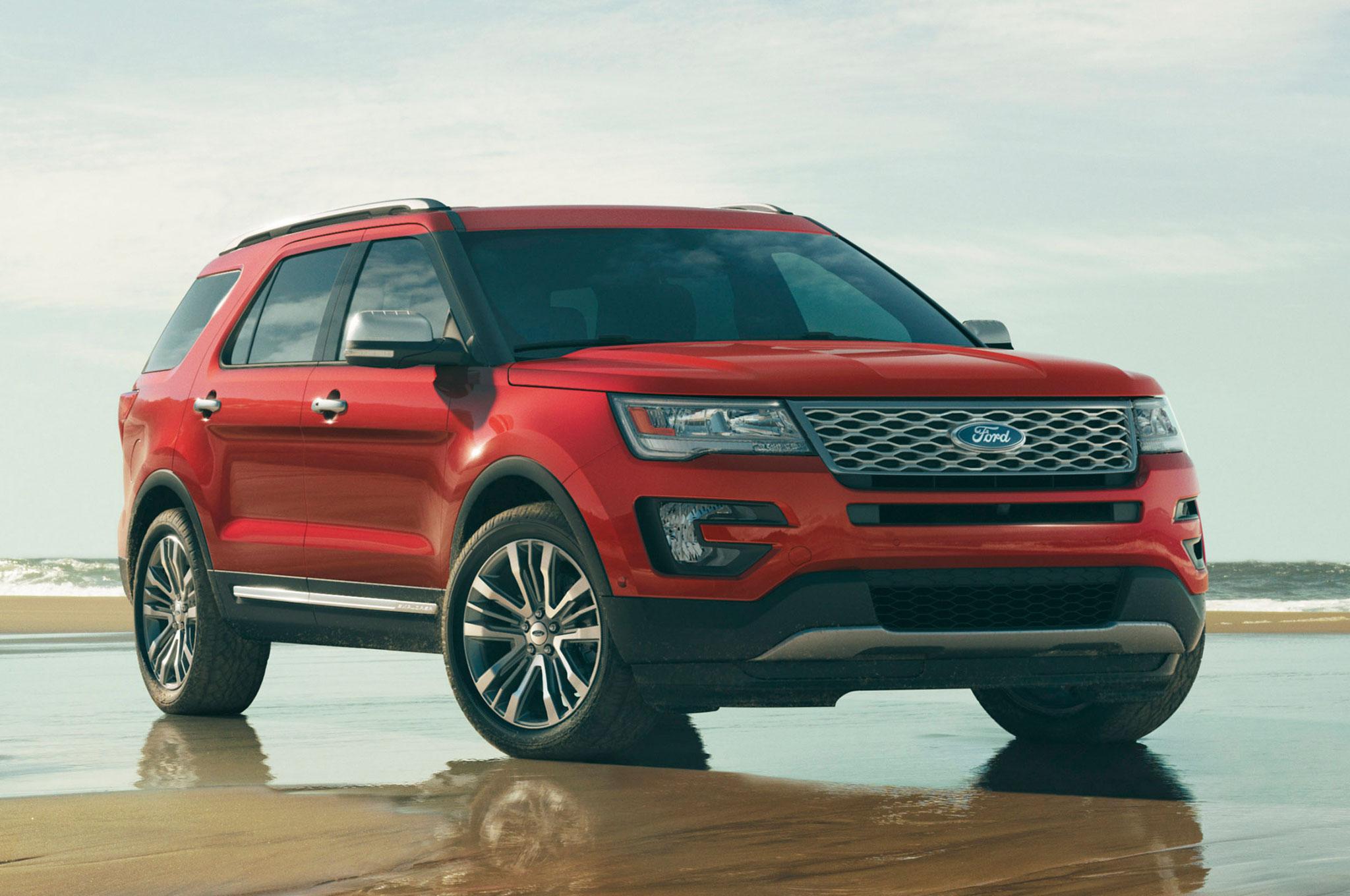 2016 Ford Explorer Front Three Quarter View 2