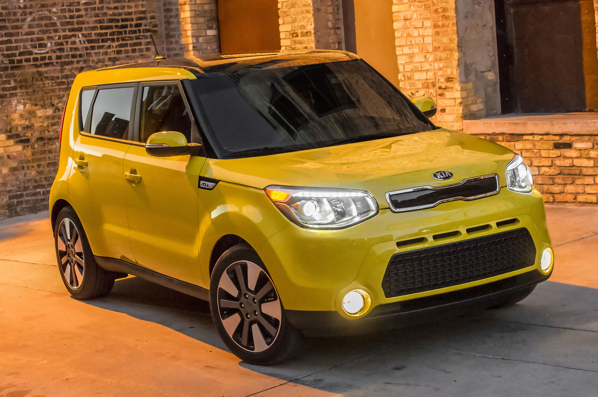 2016 Kia Soul Front Three Quarter 04