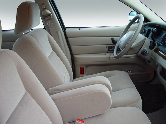 2006 Ford Crown Victoria Intellichoice Review Automobile Magazine