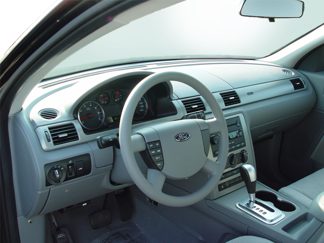 2005 ford five hundred - intellichoice review - automobile magazine