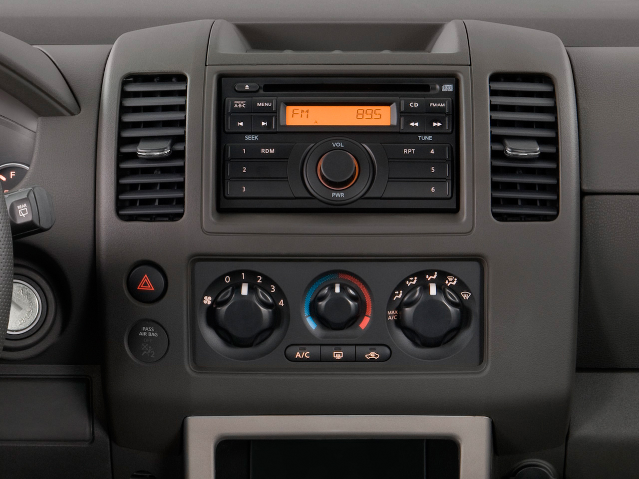 2009 Nissan Pathfinder LE 4x4 - Nissan Midsize SUV Review ...