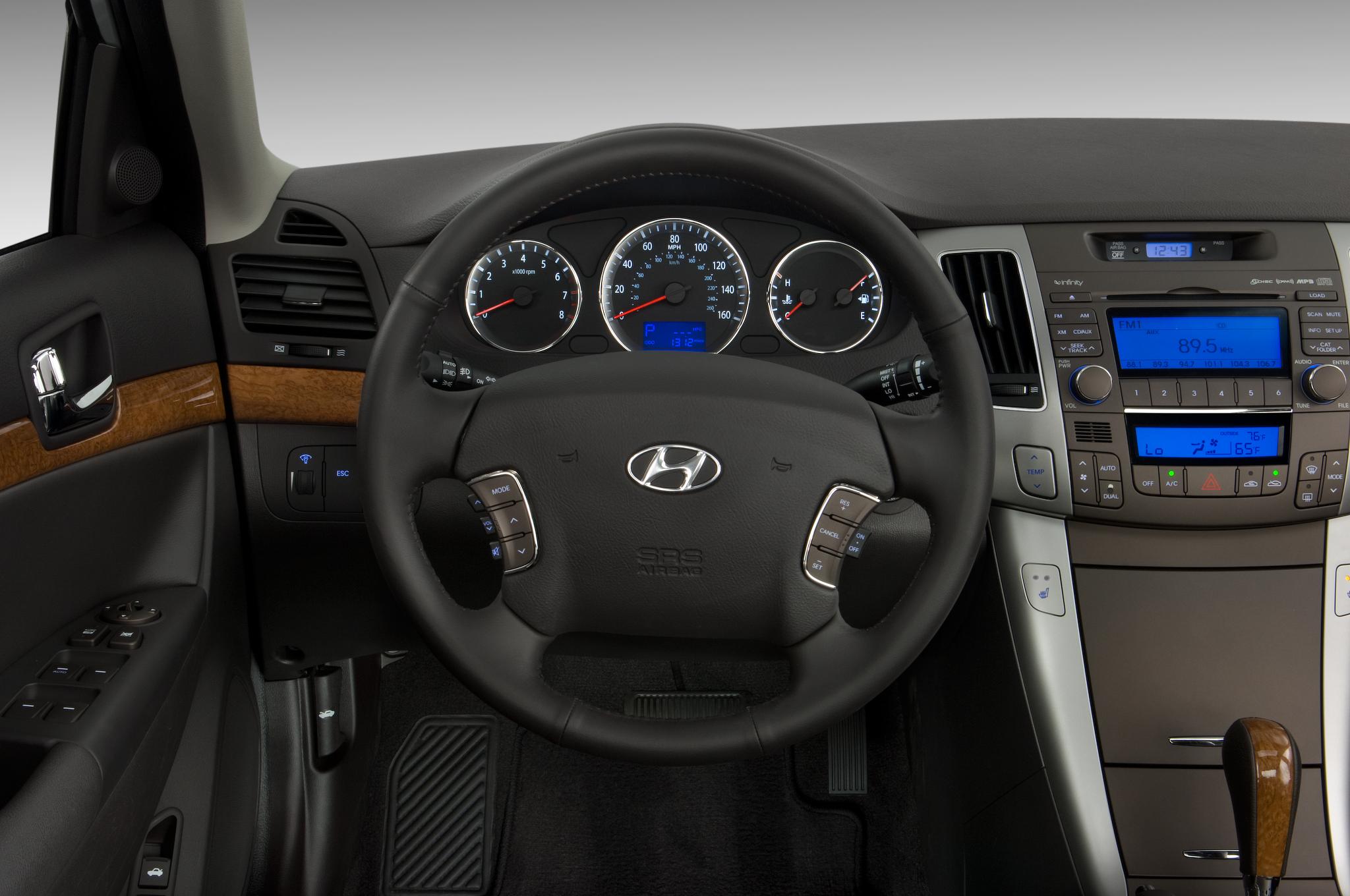 2010 Hyundai Sonata Se Hyundai Midsize Sedan Review Automobile
