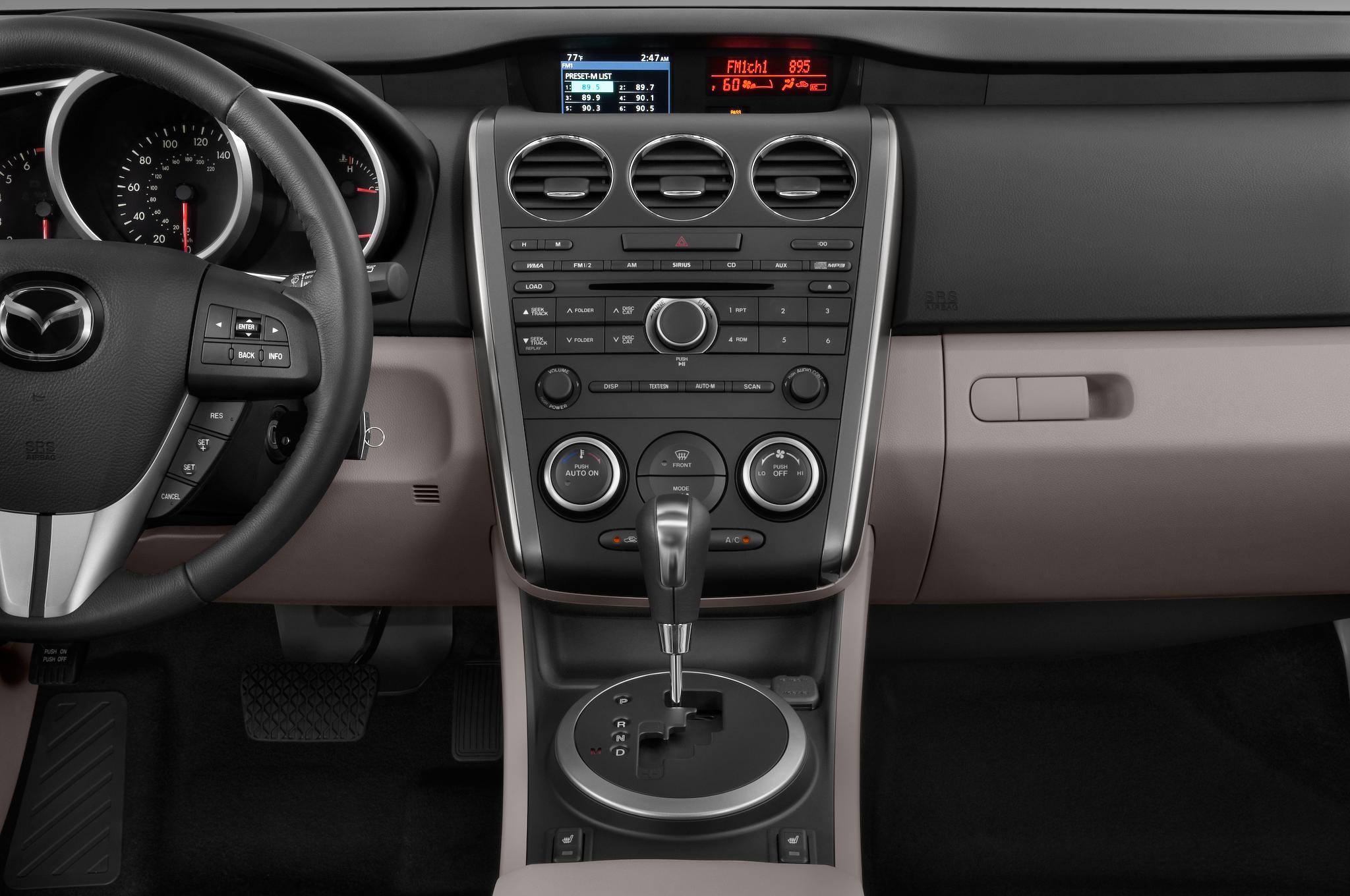 https://st.automobilemag.com/uploads/sites/10/2015/11/2010-mazda-cx7-i-sport-suv-instrument-panel.png