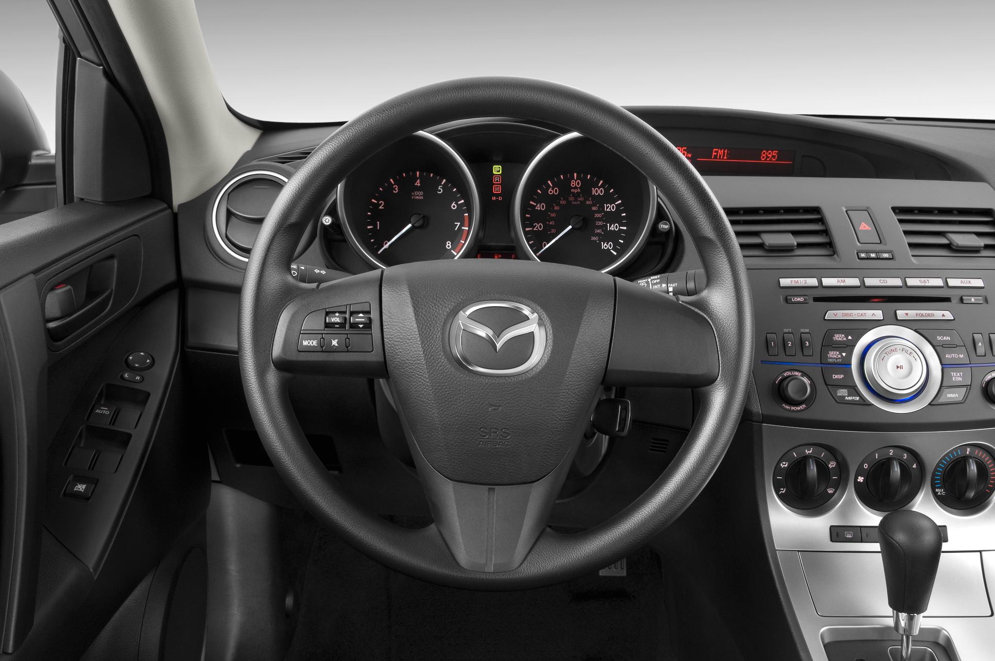 https://st.automobilemag.com/uploads/sites/10/2015/11/2010-mazda-mazda3-i-sport-4-door-sedan-steering-wheel.png