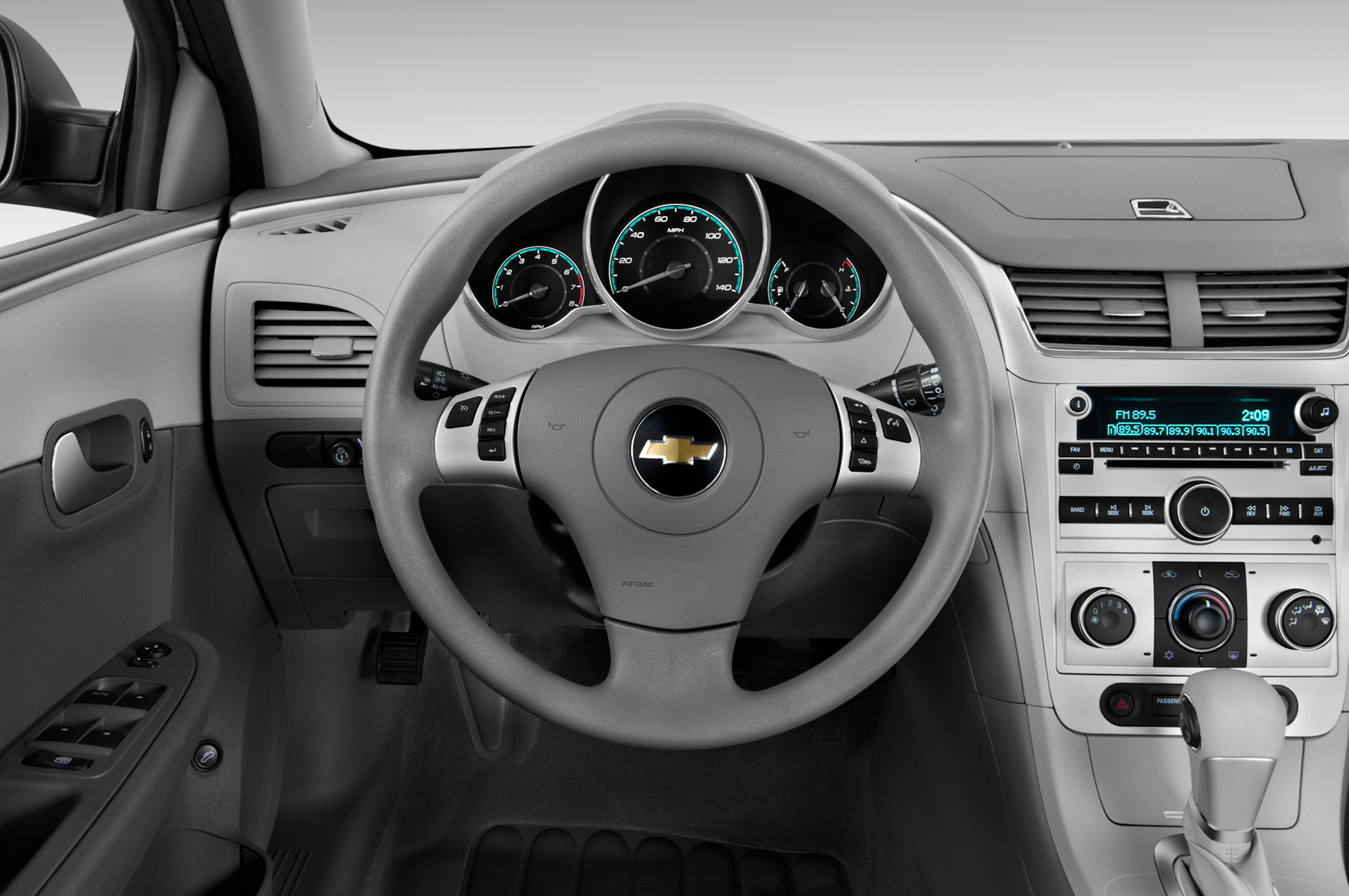 Quick Look The 2013 Chevrolet Malibu S Interior Mylink Voice