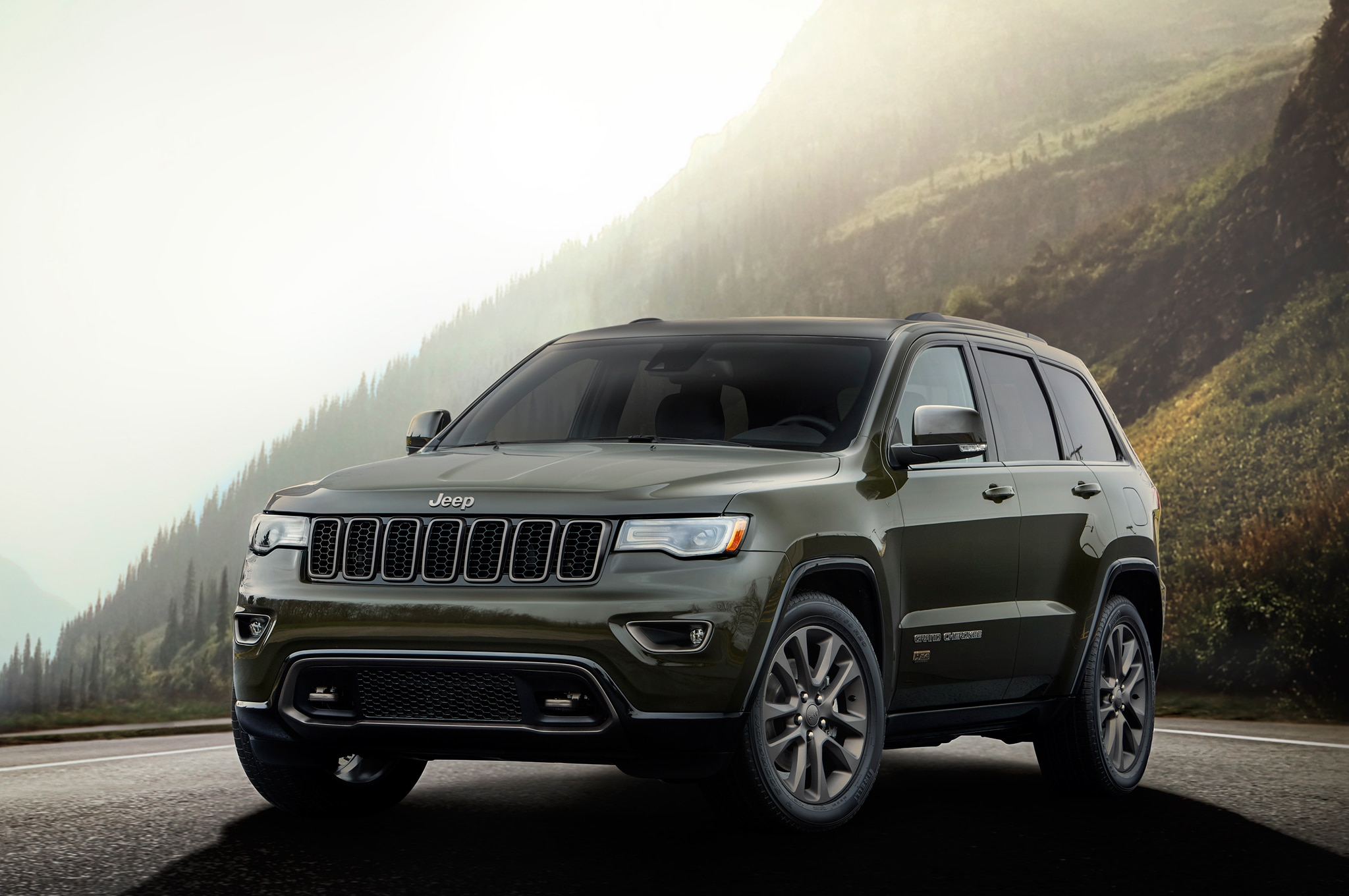 Jeep Grand Cherokee Ecodiesel >> 2016 Jeep Grand Cherokee Improves MPG, Adds Engine Stop-Start