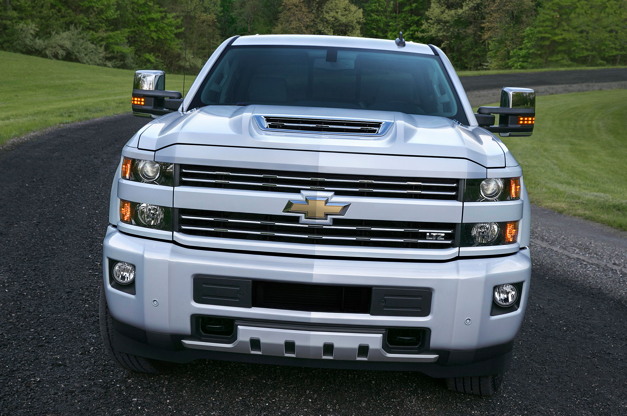 2017 chevrolet silverado hd adds functional ram air hood scoop
