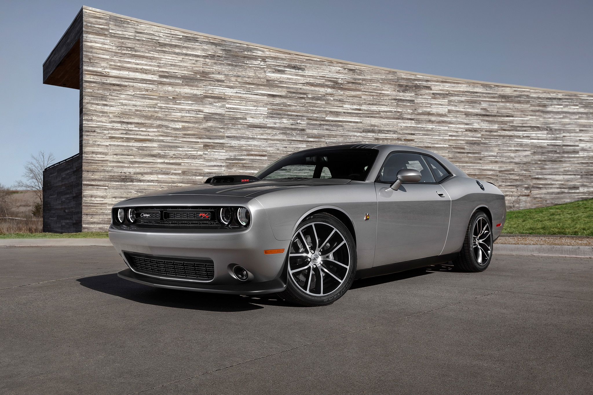 2016 Dodge Charger Hemi >> 2017 Dodge Challenger T/A and Charger Daytona Add Retro Flair, More Muscle | Automobile Magazine
