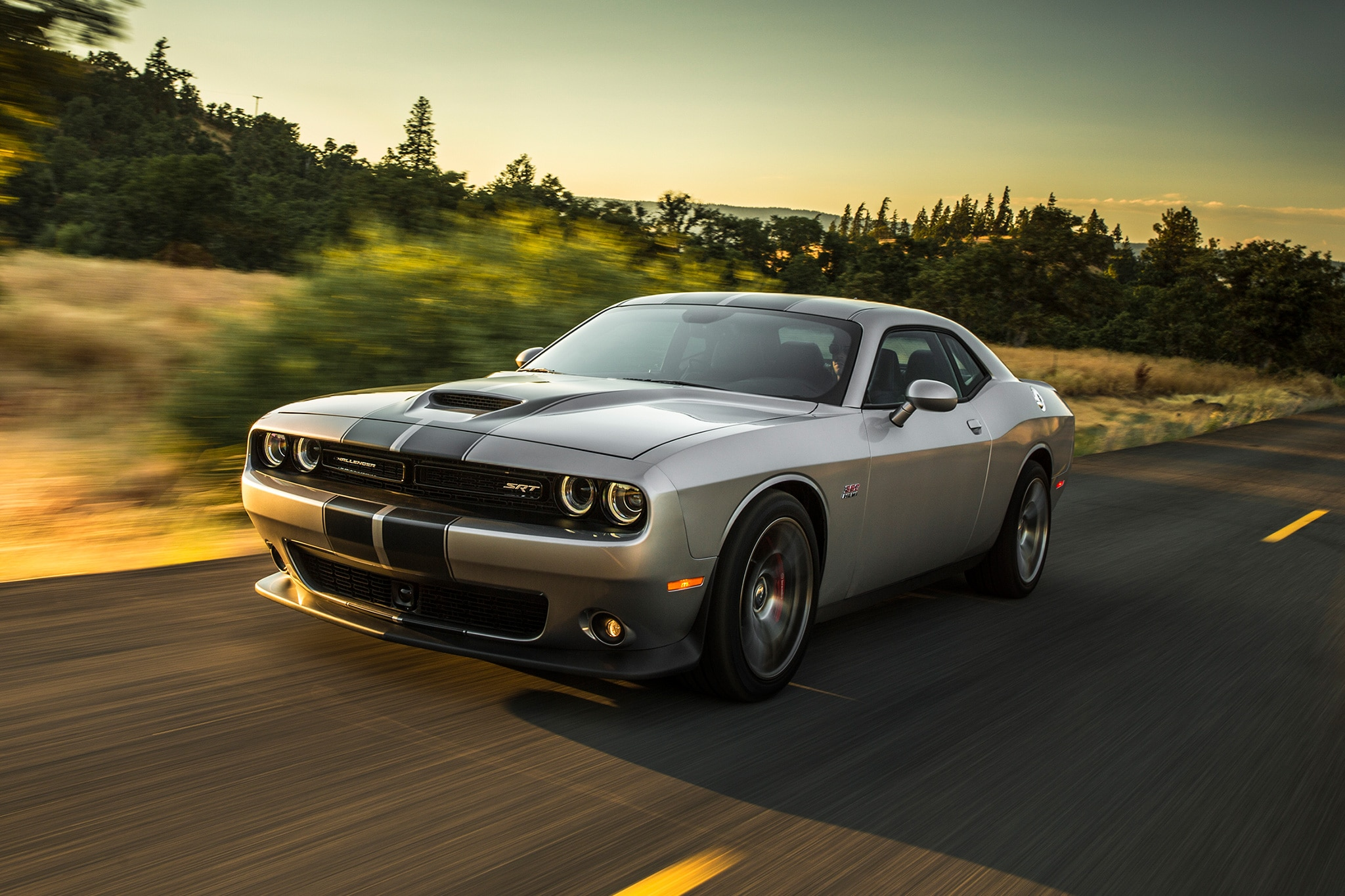 Challenger 2017 >> 2017 Dodge Challenger T/A and Charger Daytona Add Retro ...