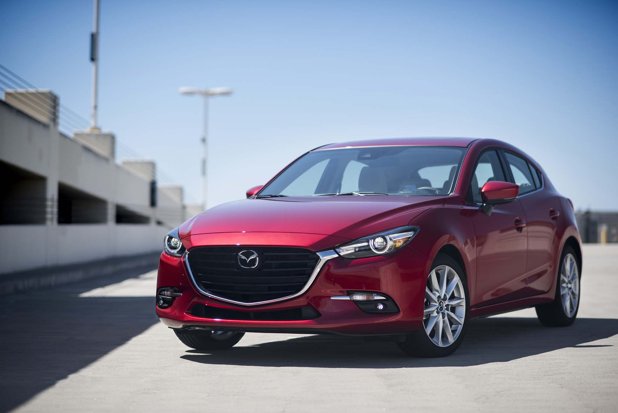 https://st.automobilemag.com/uploads/sites/10/2016/09/2017-Mazda3-front-three-quarter-02.jpg