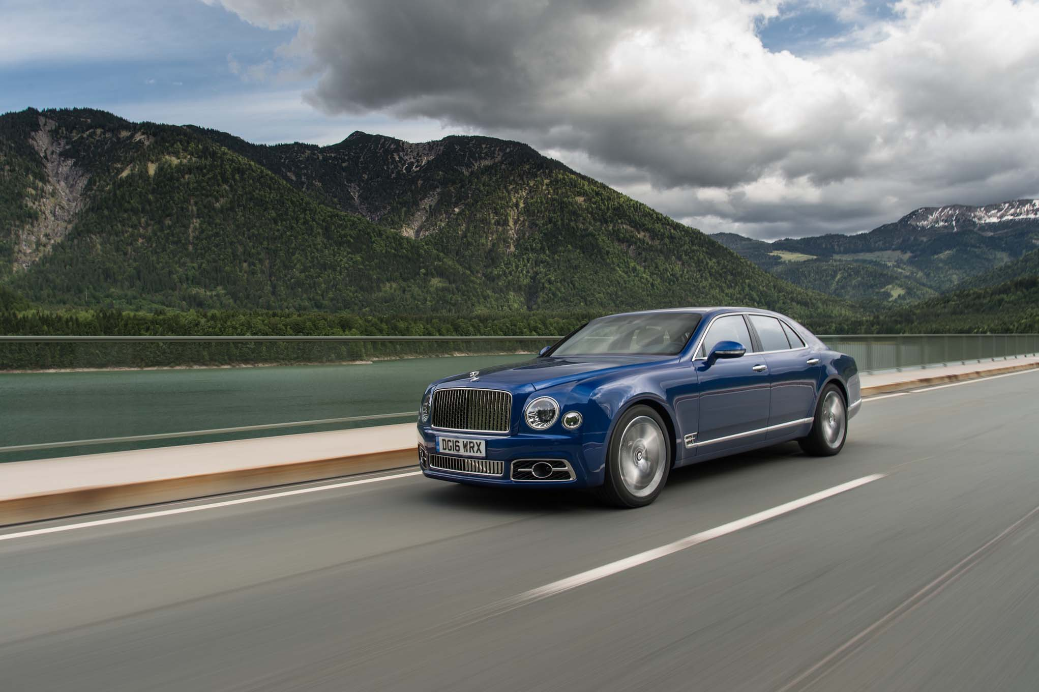 2017 bentley mulsanne refreshed adds extended wheelbase. Black Bedroom Furniture Sets. Home Design Ideas