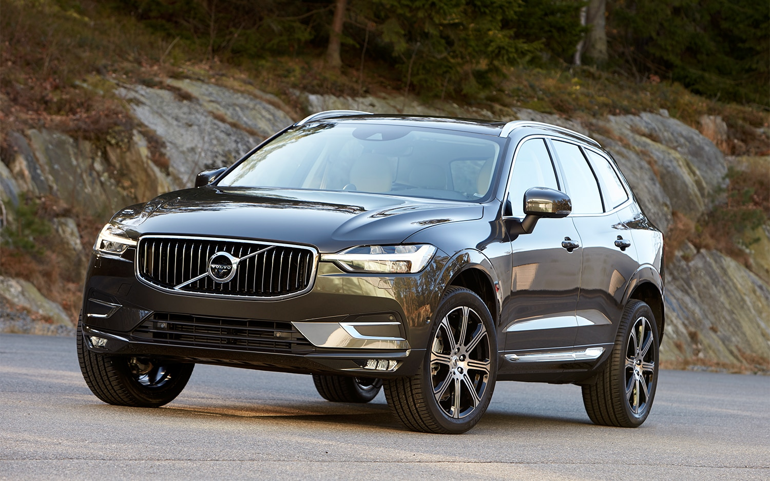 Volvo Xc 60 T6 >> 2018 Volvo Xc60 T6 Awd First Drive Review Automobile Magazine