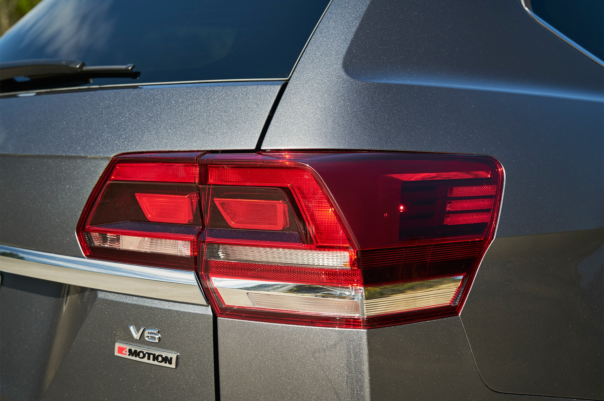 2018 Volkswagen Atlas R-Line Performance Package Unveiled ...