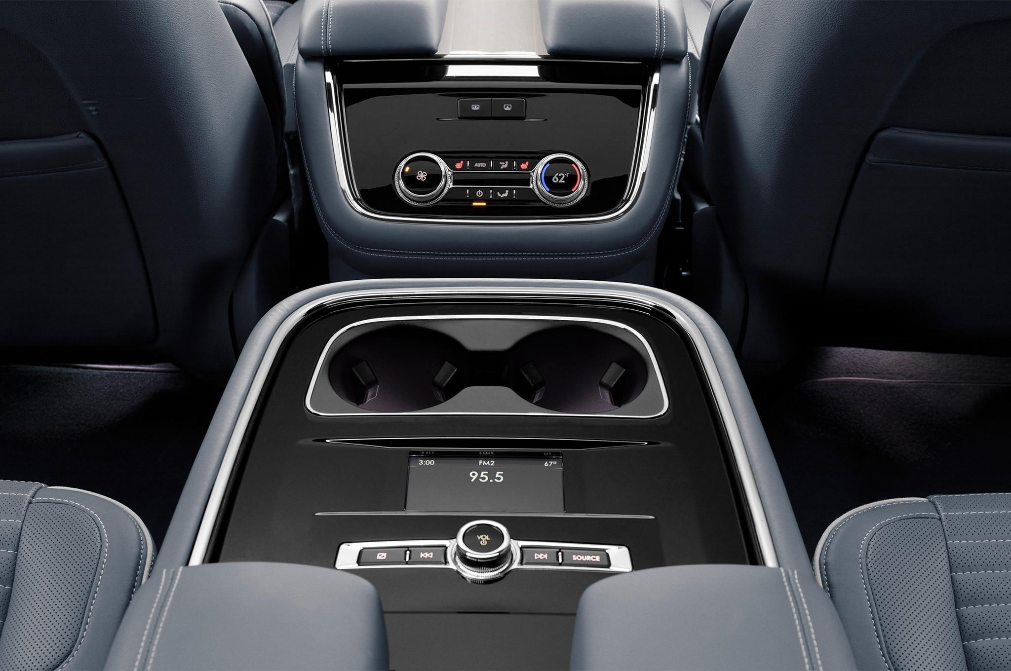 2017 Lincoln Navigator Msrp >> Lincoln Navigator Concept Debuts at 2016 New York Auto Show