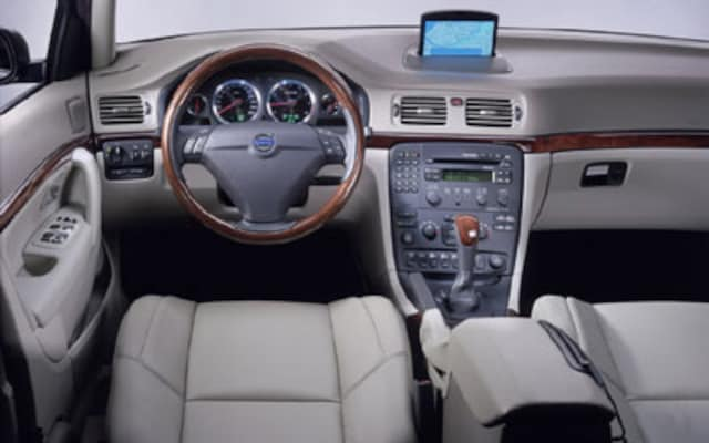 2004-2005 Volvo S80 - Review & Road Test - Automobile Magazine