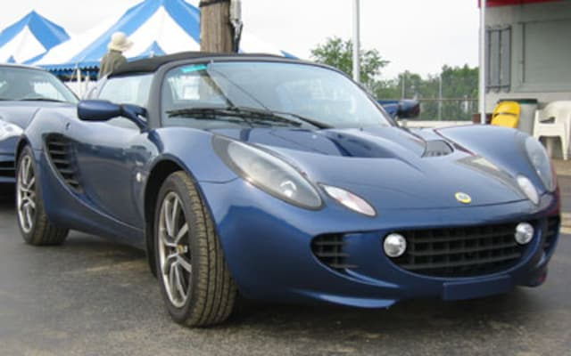 https://st.automobilemag.com/uploads/sites/11/2003/07/0307_s-2002_2005_Lotus_Elise_111s-Front_Grill_View.jpg?interpolation=lanczos-none&fit=around%7C640%3A400