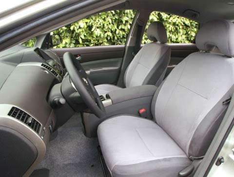 Good Photo 2 / 5 | 369 0507 Int2z Review 2005 Toyota Prius 2005 Toyota Prius  Front Interior View
