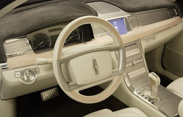 https://st.automobilemag.com/uploads/sites/11/2006/01/0601_naias_029-2007_lincoln_mks_concept-dashboard_view2.jpg?interpolation=lanczos-none&fit=around%7C640%3A400