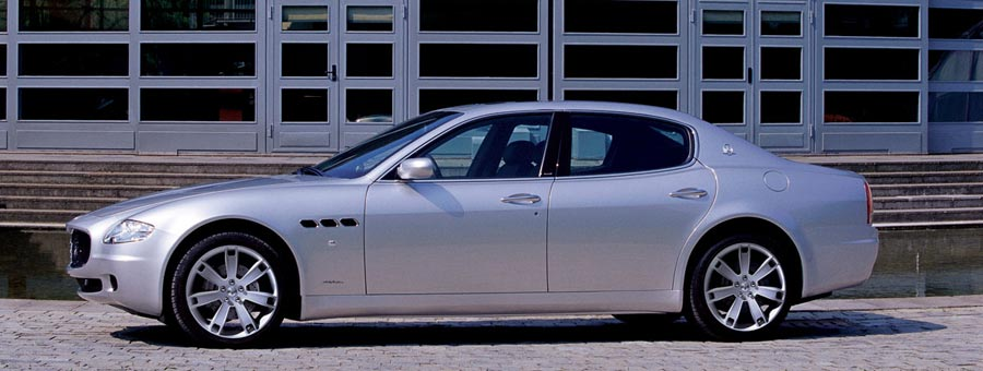 https://st.automobilemag.com/uploads/sites/11/2006/01/0601_naias_049-2006_maserati_quattroporte_sport_gt-side_view.jpg