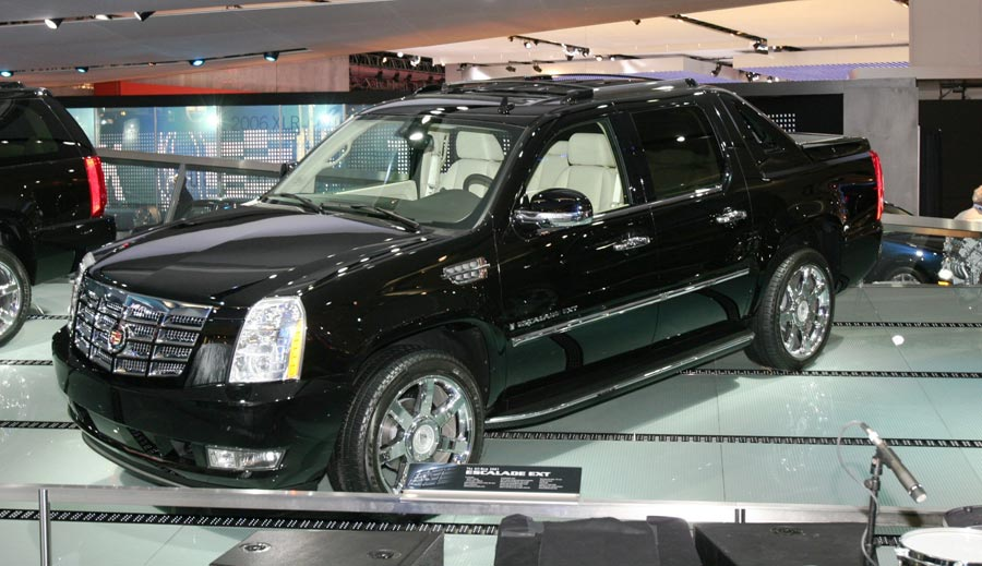 2007 Cadillac Escalade Ext 2006 Detroit Auto Show Automobile Magazine
