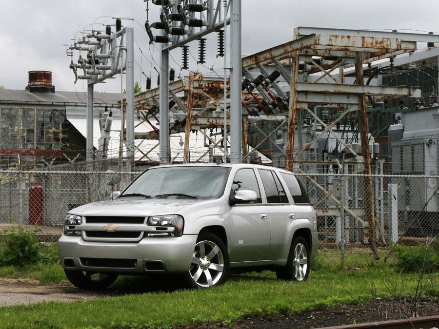 2006 Chevrolet Trailblazer SS Vs. 2006 Jeep Grand Cherokee SRT8   SUV  Comparison Road Test Review   Automobile Magazine