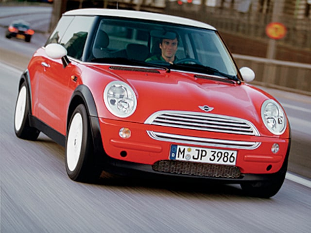 The Second Generation Mini Cooper Came For Model Year 2007 With A Face Lifted Appearance Disguising Modest 23 Inch Increase In Length
