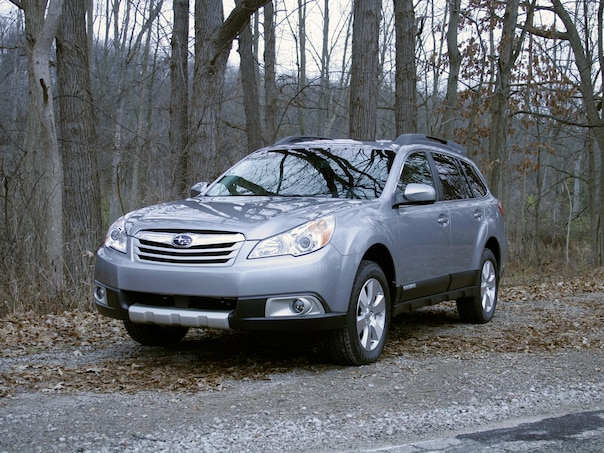 0911 04 Z 2010 Subaru Outback 36R Limited Front Three Quarter View