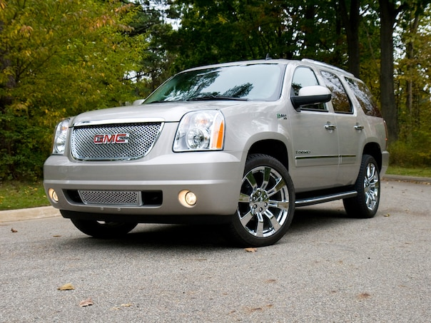 0911 12 Z 2009 Gmc Yukon Denali Hybrid Front Three Quarter View