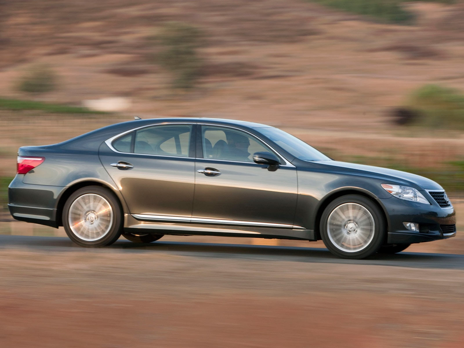 https://st.automobilemag.com/uploads/sites/11/2009/11/0911_05_z-2010_lexus_lS_460_sport-side_view.jpg