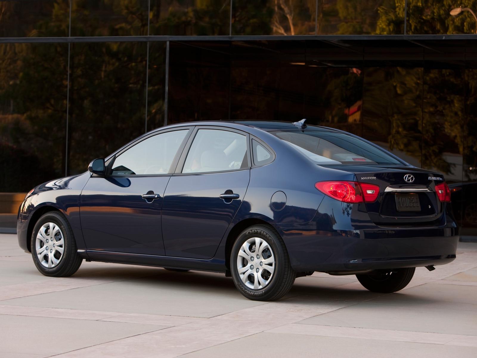 2010 hyundai elantra blue hyundai midsize sedan review automobile magazine. Black Bedroom Furniture Sets. Home Design Ideas