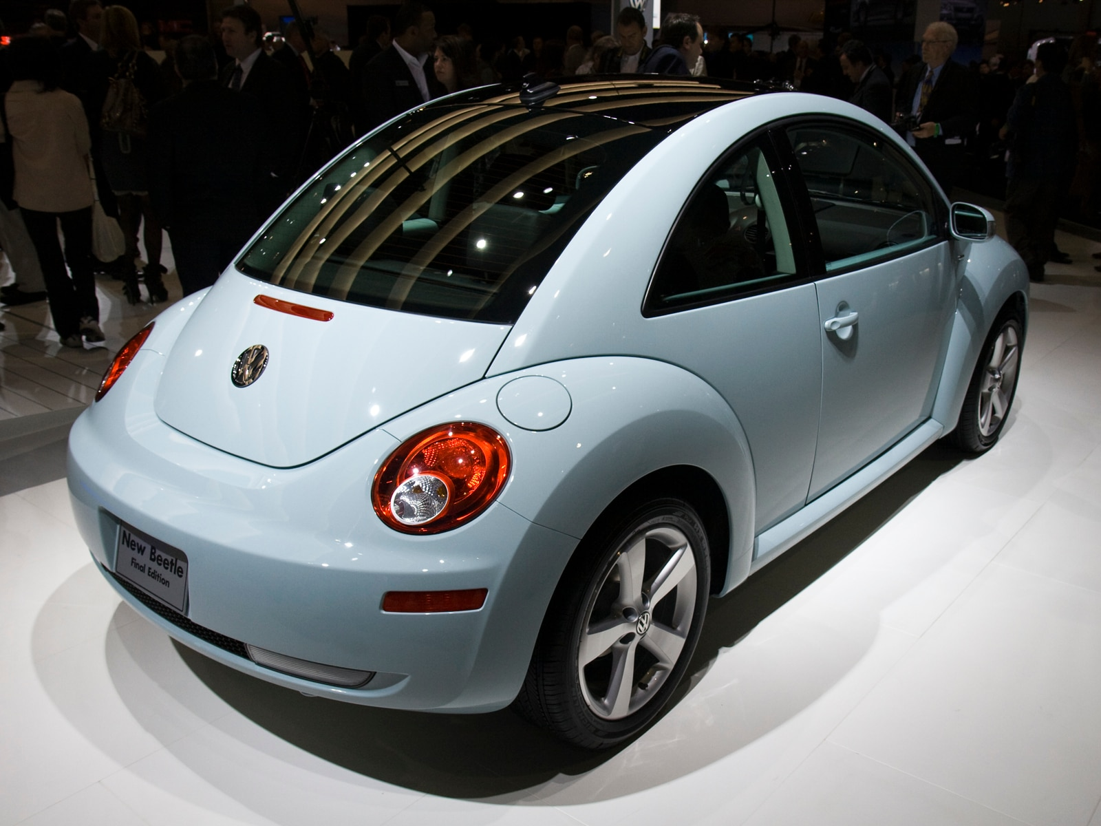 First Look: 2010 Volkswagen New Beetle Final Edition - 2009 LA Auto Show Coverage, New Car ...