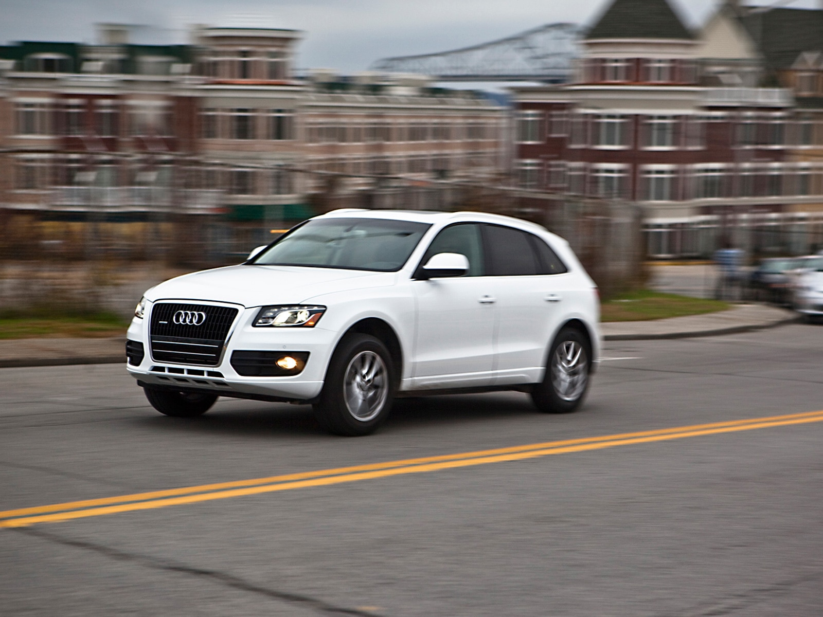 2010 Audi Q5 3.2 - Audi Luxury Crossover SUV Long Term Review - Automobile Magazine