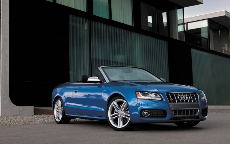 0912 01 Z 2010 Audi S5 S Tronic Cabriolet Front Three Quarter View
