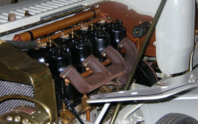 1001 64 Z 1906 Thomas Flyer Engine