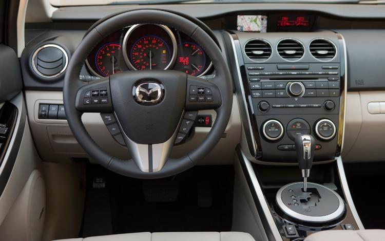 https://st.automobilemag.com/uploads/sites/11/2010/01/1001_01_z-2010_mazda_cX-7_grand_touring_aWD-cokpit.jpg