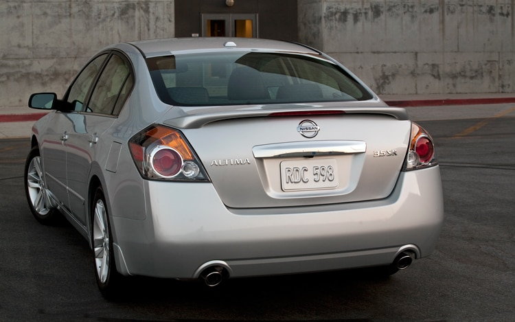 2010 Nissan Altima 3.5 SR - Nissan Midsize Sedan Review - Automobile ...