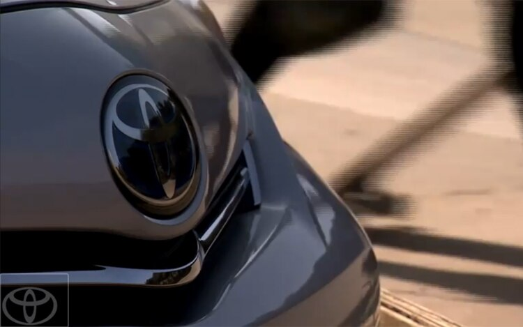Toyota Prius MPV Front Teaser11