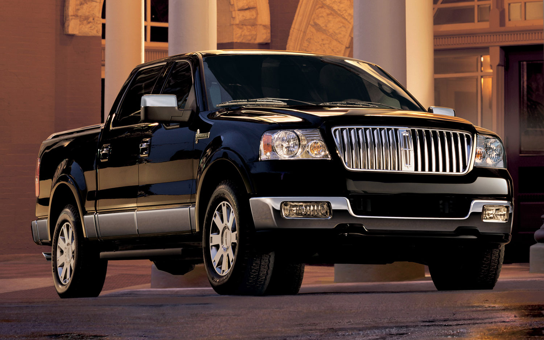 https://st.automobilemag.com/uploads/sites/11/2011/04/2006-lincoln-mark-lt-front-three-quarter.jpg
