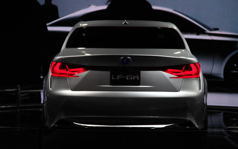 https://st.automobilemag.com/uploads/sites/11/2011/04/lexus-LF-GH-concept-rear.jpg