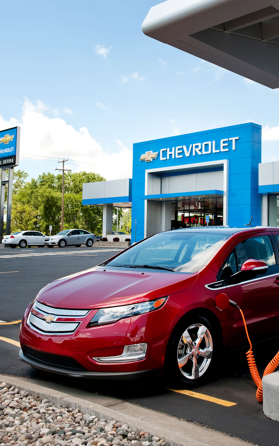 Chevrolet Volt Dealers Install Solar Panels To Help Charging