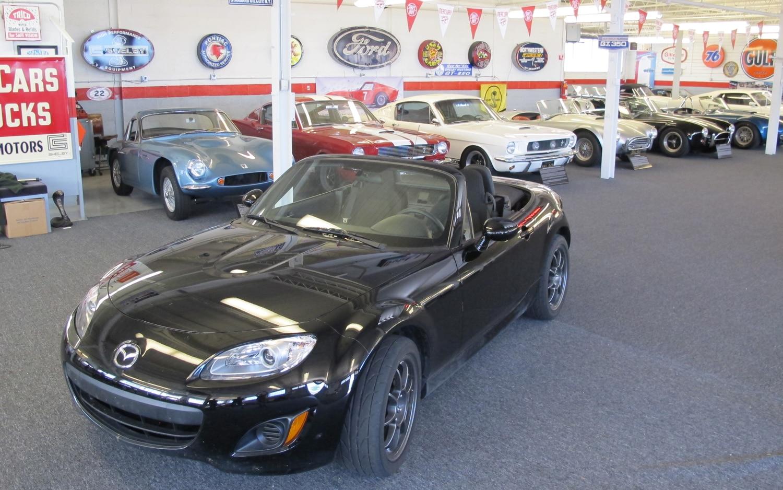 2011 Mazda MX 5 Miata Inside Comers Showroom1