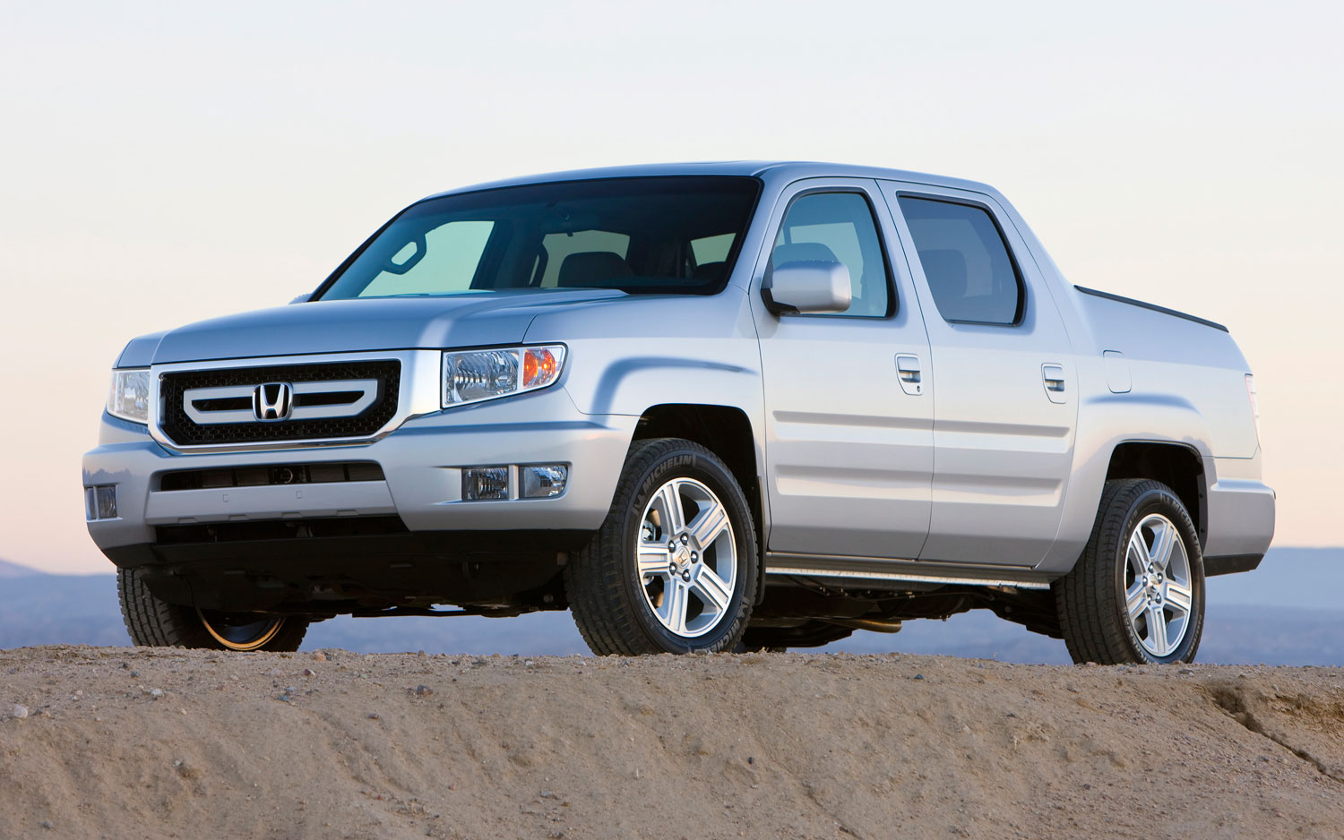 2011 Honda Ridgeline Front Three Quarter1