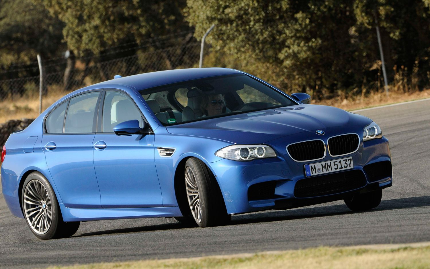 2012 BMW M5 Front Right Side View 21